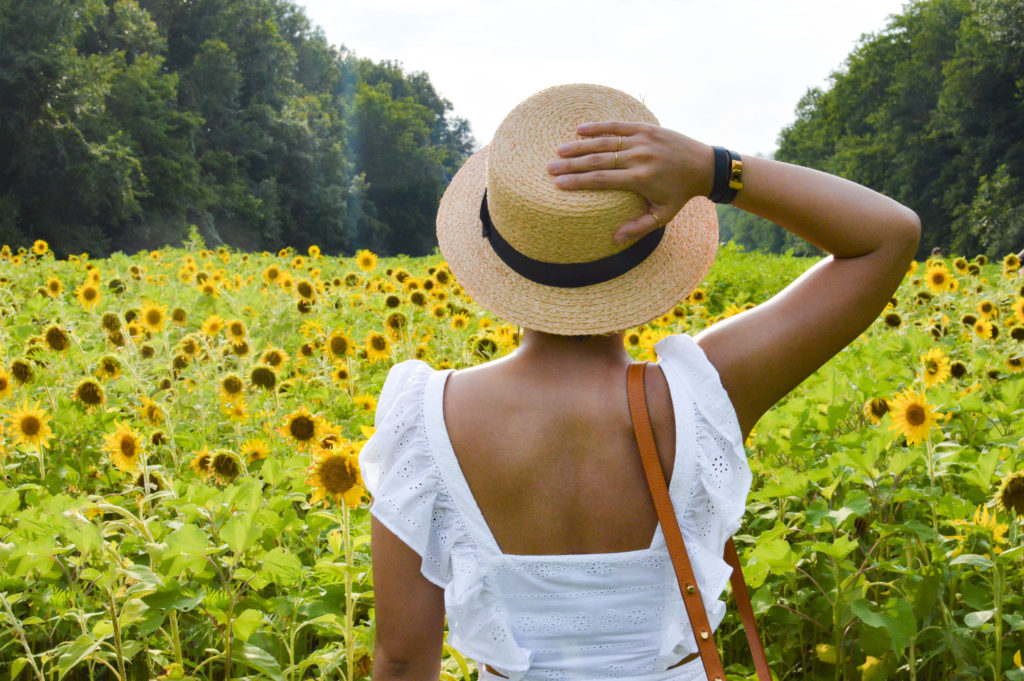 McKee-Beshers Sunflower fields – Maryland Sunflower fields – Madewell white eyelet dress, Sole Society boater hat, Hermes Mini dog double tour, Gorjana rings | SamCora Blog